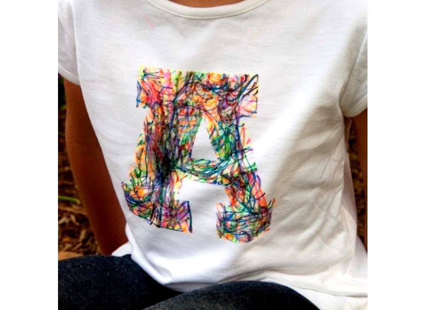 Фото футболки с ярким принтом