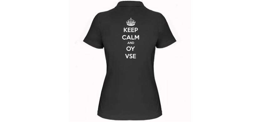Фото женской футболки поло с надписью на спине