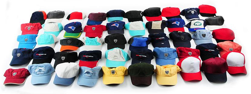 Фото с разноцветными кепками для девушек и парней