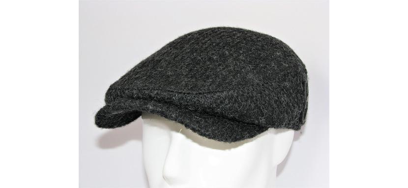 Фото кепки реглан из теплой ткани темно-серого цвета