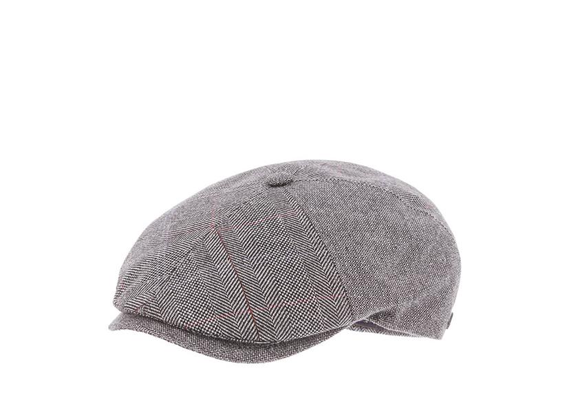 Фото с кепкой буннет с плоским верхом и коротким козырьком