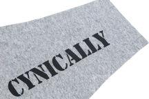 Серый крой рукава с надписью «CYNICALLY»