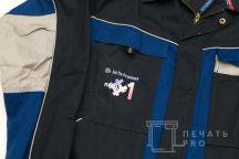 Черно-синие рабочие куртки с надписью «Ай Пи Решения»