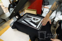 Черные футболки с логотипом «ROMAN VERBOVSIY»