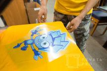 Желтые футболки с изображением фиксика