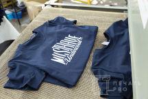 Черные футболки с надписью «MUSTHAVE undercoal»