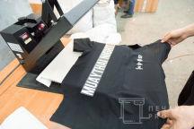 Черные футболки-поло с текстом «MUAYTHAI NIGHT»