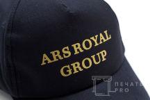 Черные бейсболки с надписью «ARS ROYAL GROUP»