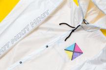 Белые дождевики с логотипом «MIXIT»