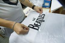 Белые толстовки с надписью «THE BEATLES и Deep Purple»