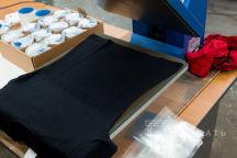Черная футболка с надписью «The Shikardos»