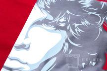 Красная футболка с изображением Девида Боуи