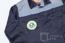 Серо-черные рабочие куртки с лого и надписью «СЕРВИСНЫЙ ЦЕНТР»