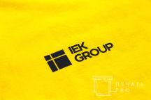 Желтые футболки с логотипом «IEK GROUP»