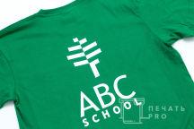 Зеленые футболки с логотипом «ABC school»