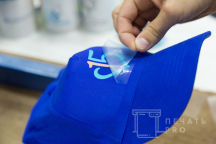 Синие бейсболки с логотипом «15»