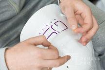 Белые каски с логотипом «QS GROUP»