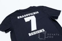 Черная футболка с надписью «TODES»