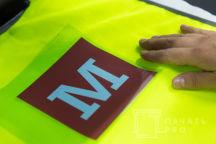 Желтые сигнальные жилеты с логотипом «М»