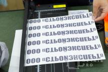 Сигнальные жилеты с текстом «СтройЭксперт»