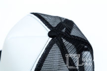 Бело-черные бейсболки с лого «ПЕКАР DZE»
