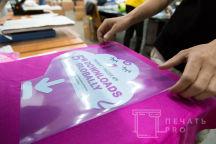 Розовые футболки с логотипом «PREGNANCY TRACKER»