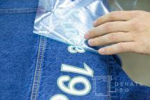 Синяя джинсовая куртка с изображением «SINCE 1984»