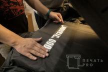 Черные куртки с меховым воротником с надписью «ООО