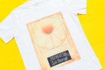 Белая футболка с картинкой и надписью «Леонардо, дай винчик»