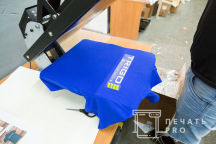 Синие футболки-поло с логотипом «TRIGO»