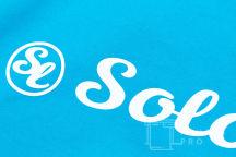 Голубые толстовки с надписью «SOLO»
