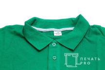 Зеленые футболки-поло с надписью «Прокат №1 - бери и катайся»