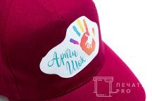 Красные бейсболки с логотипом «АРТИ ШОК»