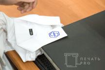 Белая рубашка с логотипом «NGN»