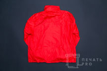 Красные ветровки с логотипом «МЫ ВМЕСТЕ»