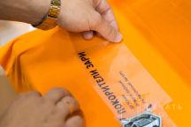 Оранжевые футболки с логотипом «Покорители зари»