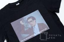 Черная футболка с изображением в виде кадра из фильма