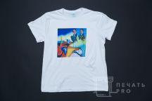 Белые футболки с изображением «10 ЛЕТ»