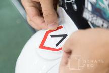 Белые каски с логотипом «Повстанец»