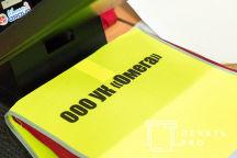 Желтые сигнальные жилеты с надписью «УК ОМЕГА»