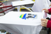 Белые футболки с логотипом «CYNICALLY OPTIMISTIC»