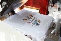 Белые футболки с изобрежнием в виде ракеты и космонавта