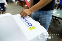 Белые футболки-поло с логотипом «TRIGO»