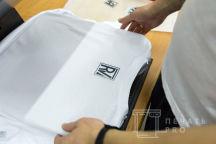 Белые футболки с логотипом «ROMAN VERBOVSIY»
