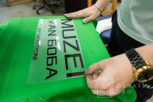 Зеленая футболка с надписью «MUZEI VAN БОБА»
