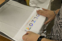 Белые футболки с логотипом «OLZORI»
