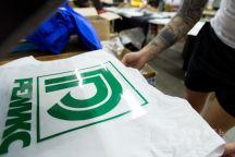 Белые жилеты с логотипом «РЕМИКС»