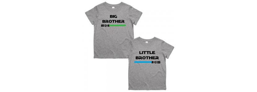 Картинка с парными футболками для братьев с надписями