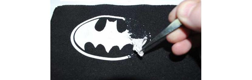 Фото процесса удаления принта на футболке