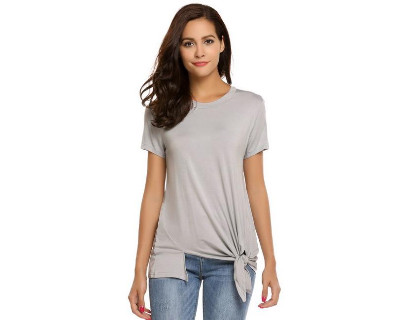 Изображение девушки в футболке с ассиметричным кроем